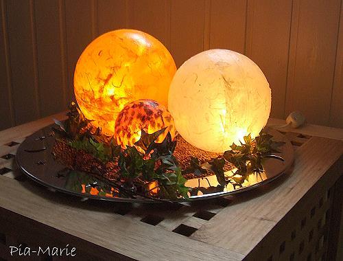 Kunststoffkugel mit Strohseide und Lichterkette