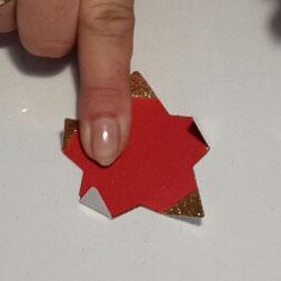 3D-Sternenkugel Schablone auflegen und Spitzen überklappen