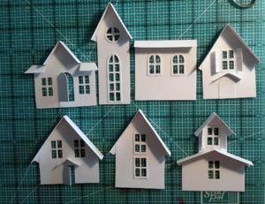 Häuserteile zugeschnitten und Dächer angeklebt